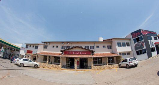Hotel Fiusa - Estacionamento